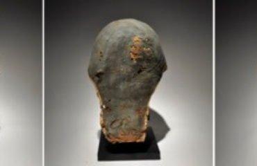 Ejemplo de máscara de cartonaje, elaborada en este caso con vendas de lino unidas con brea (50 a. C - 50 d. C).